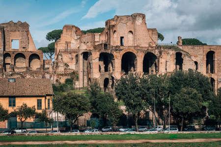 View of ruins at Palatino, in Rome, Italy 免版税图像
