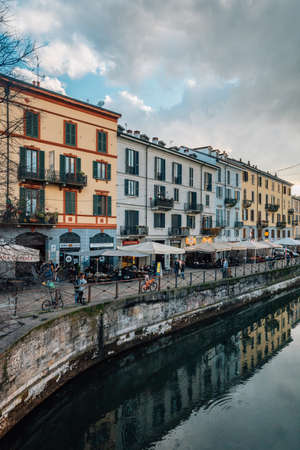 The Naviglio Grande canal in Milan, Italy. 免版税图像
