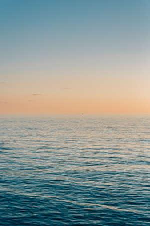 The Tyrrhenian Sea at sunset, in Salerno, Italy. 免版税图像