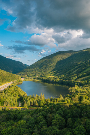 View of Echo Lake from Artists Bluff, at Franconia Notch State Park, in the White Mountains, New Hampshire Banco de Imagens