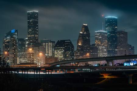Cityscape photo of the Houston skyline at night, in Houston, Texas Banque d'images