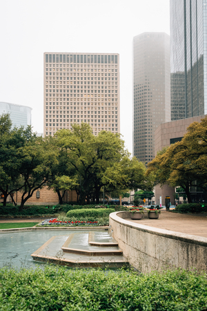 Fountains at Hermann Square and buildings in downtown Houston, Texas Stok Fotoğraf