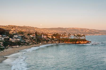 Sunset view of Crescent Bay in Laguna Beach, Orange County, California 스톡 콘텐츠