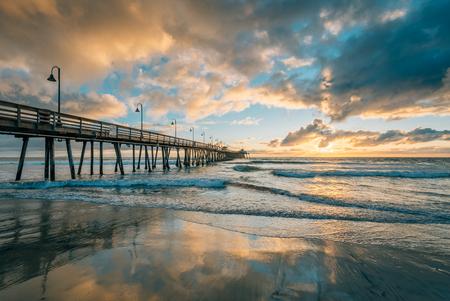 Der Pier bei Sonnenuntergang in Imperial Beach, in der Nähe von San Diego, Kalifornien