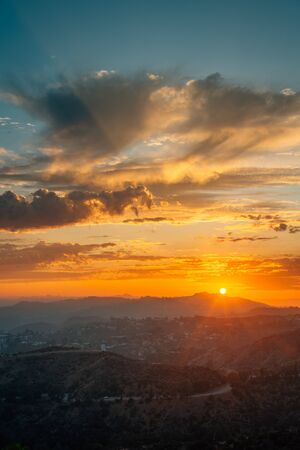 Sunset view from the Griffith Observatory, in Los Angeles, California Standard-Bild - 130757688