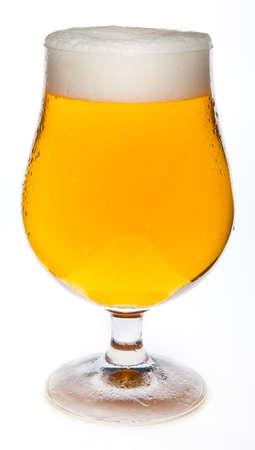 beer glasses: Una cerveza fr�a en el vaso