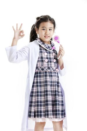 lab coat: Ragazza che propone in un vestito e camice a scacchi Archivio Fotografico
