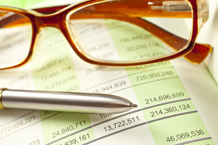 Calculations on the investment chart Stock Photo - 33112555