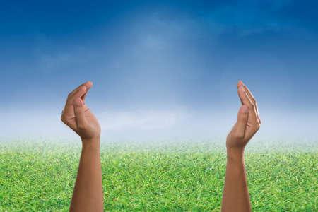 arrepentimiento: Dos manos vacías abiertas y las palmas hacia arriba, Oren por concepto de apoyo. Negocio, Día del Medio Ambiente,