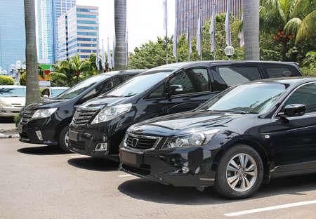 Le stationnement des voitures de classe affaires Banque d'images - 48103117