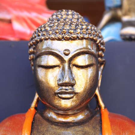 tallado en madera: estatuilla de Buda