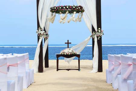結婚式: ビーチで結婚式 写真素材