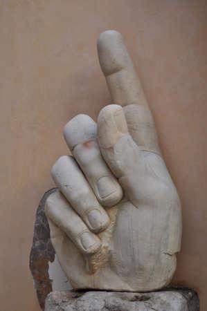 constantino: Constantinoss finger