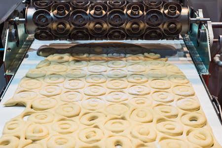 conveyors: Machine flour, baking donuts pump conveyors.