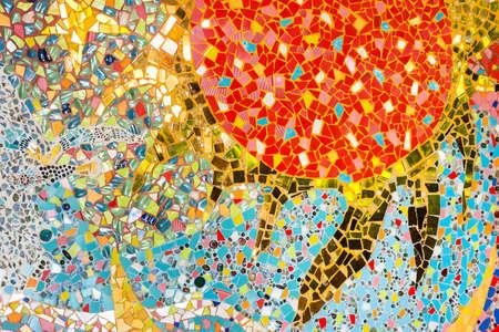 Kleurrijke keramische patroon achtergrond gemaakt van kiezelsteen en keramiek op de muur. Stockfoto