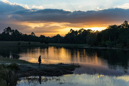Landscape evening with people on the edge of the Sai Son Reservoir (Khao Yai National Park) in Thailand. 版權商用圖片