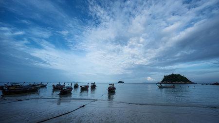 Koh Lipe, Andaman Sea, Thailand, 18 September 2019: Koh Lipe has beautiful beaches and sea. There are many longtail boats of fishermen on Koh Lipe, Thailand. 版權商用圖片