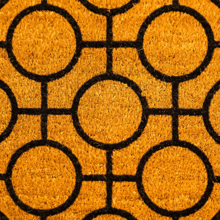 Black geometric pattern brown coconut shell fiber dust rug 版權商用圖片