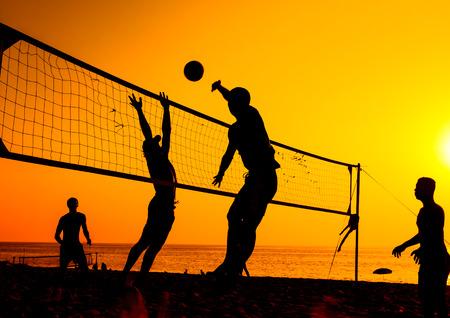 Ein Beach-Volleyball ist ein beliebter Sport in Thailand. Standard-Bild