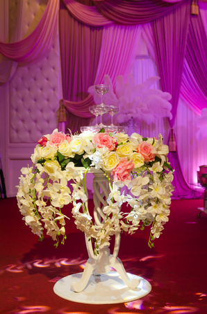 flower table wedding decoration for champagne glass