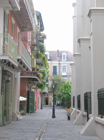 Alley in the French Quarter Stock Photo - 19133753