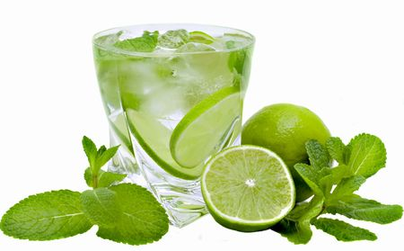 mojito, limes and mint isolated on a white background Imagens