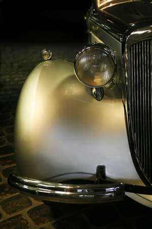 parte: The beautiful car shining retro on cobblestone road