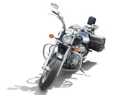 Potente motocicleta brillante sobre fondo blanco