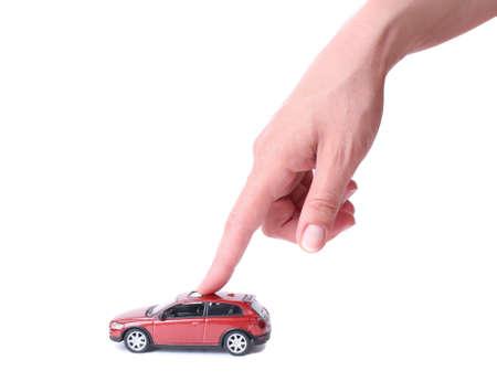 Mano femenina y el coche rojo de juguete Foto de archivo