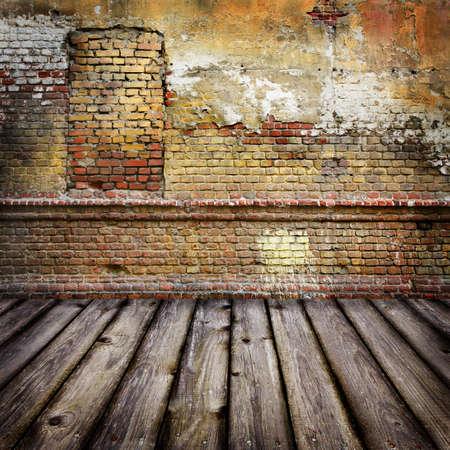 Estudio de fondo con pared de ladrillo y suelo de madera Foto de archivo