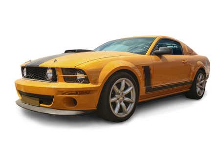 ruedas de coche: sporivny amarillo americano del coche est� aislado Foto de archivo
