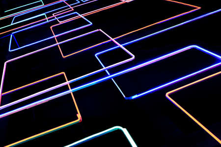 tubos fluorescentes: fondo negro con brillantes tubos de color fluorescente