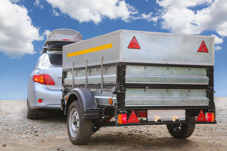 car with trailer road sky horizon Imagens - 70816737