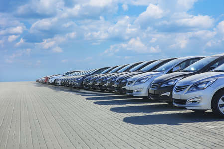 Cars For Sale Stock Lot Row. Car Dealer Inventory Foto de archivo