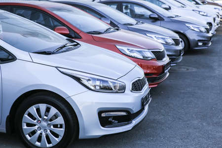 Cars For Sale Stock Lot Row. Car Dealer Inventory 스톡 콘텐츠