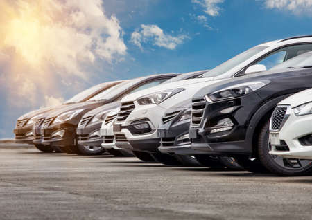 Auto's voor Verkoop Stock Lot Row. Car Dealer Inventory Stockfoto - 77096226