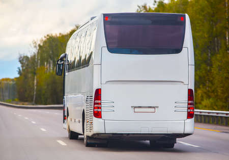 bus goes on the country highway 版權商用圖片