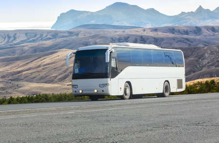 Tourist Bus Rides on the Picturesque mountain highway 스톡 콘텐츠