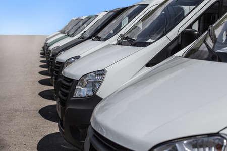 number of new white minibuses and vans outside Zdjęcie Seryjne