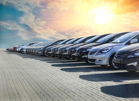 Samochody na sprzedaż w rzędzie partii akcji. Inwentaryzacja dealera samochodowego Zdjęcie Seryjne