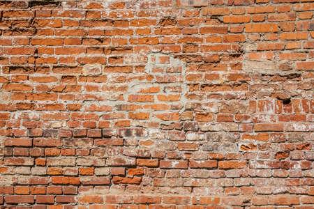 Stary ceglany mur na tle