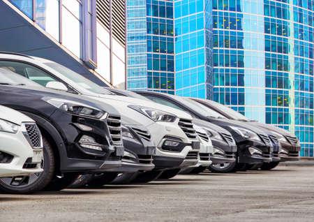 Cars For Sale Stock Lot Row. Car Dealer Inventory. Standard-Bild