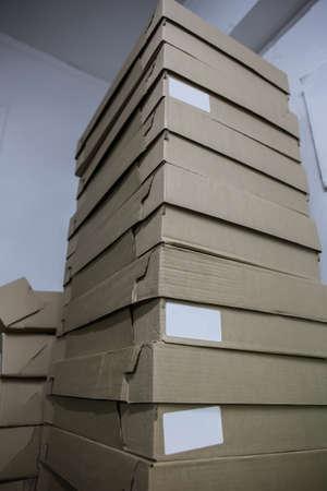 tall stack of cardboard boxes in stock Standard-Bild