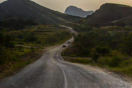 Cars Driving on Winding Mountain Road Standard-Bild