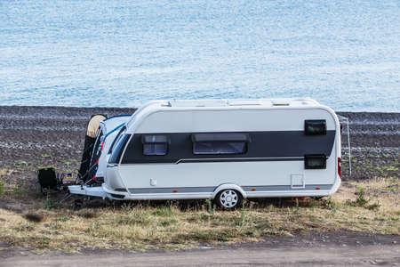 Camper trailer by the sea near the lagoon with cape Standard-Bild