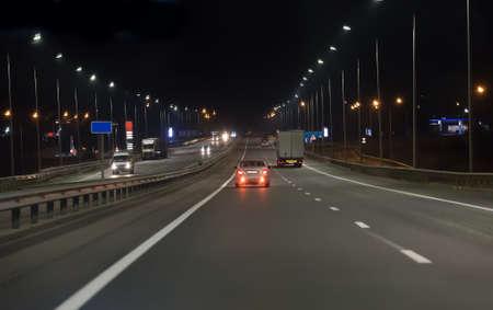 Car traffic on a multi-lane highway at night Standard-Bild