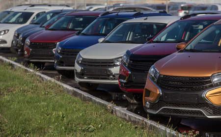 Cars For Sale Stock Lot Row. Car Dealer Inventory Imagens