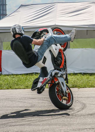 motorcyclist performs dangerous stunt on motorcycle