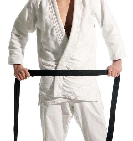 defensa personal: los muchachos preparando para realizar el judo en el fondo blanco