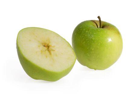 slit: Manzana verde sobre el fondo blanco de hendidura